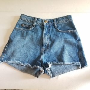 AMERICAN APPEAL HIGH RISE JEANS SHORT FRAYED HEM